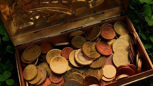 монеты в шкатулке